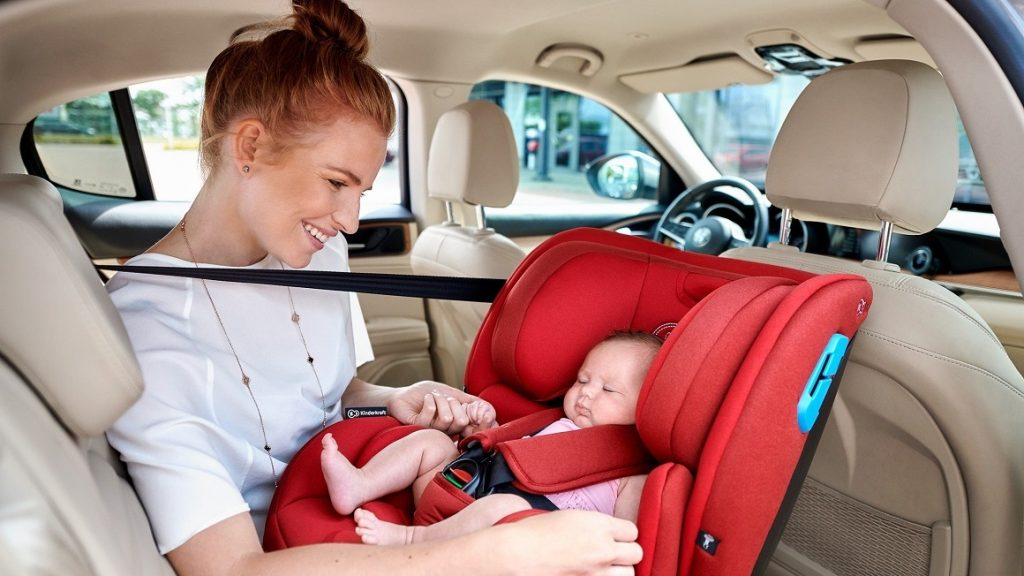 Povinnosť autosedačky a podsedáka v aute ?
